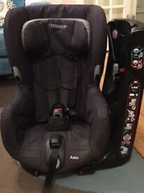 Toddler car seat - Maxi Cosi Axiss. 90° swivelling toddler car seat. Excellent condition.