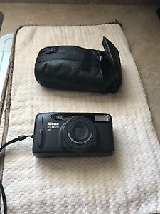 camera Nikon zoom 500  AF avec  étui