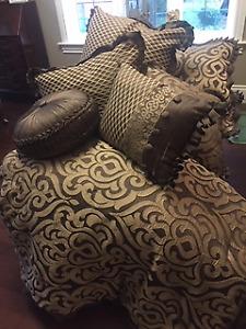 Beautiful King Size Bedding Set!!