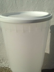 Food grade Plastic pails with lids - 11.2 L over 500 avail.