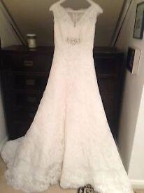 Wedding Dress - Pronovias Bianca - Size 8