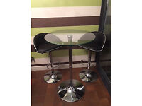 Round Tall Glass Table and 2 Bar Stools in Good Condition