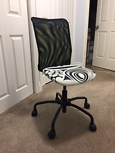 IKEA OFFICE SWIVEL CHAIR WITH WHEELS $25