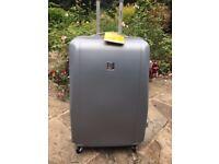 Brand new Skyflite 99L Suitcase 80x52x30