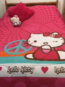 Douillette Hello Kitty lit simple