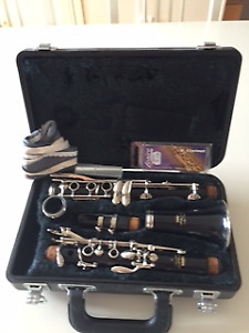Yamaha Clarinet, Case and Reeds
