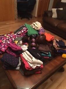 Lot de vêtements pour filles entre 4 ans et 8 ans 2$ le morceau