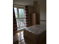 BIG DOUBLE ROOM PERFECT FOR A COUPLE BETWEEN VAUXHALL AND STOCKWELL - £750 PCM - ALL BILLS