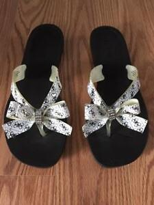 Guess Womens Size 7 Sandals - Like New