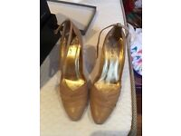 Elegant beige ceremony shoes size 6