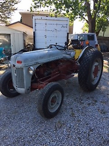 FORD TRACTOR IN VERY GOOD SHAPE