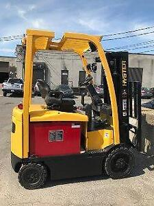 Chaeriot elevateur Hyster 2011 electrique,  Forklift E50XN-33 electric 5000 Lbs 3 section avec side shift Liquidation