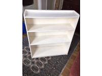 White Bookshelf – Painted wooden bookshelves with graduating shelves