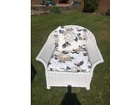 COLONIAL STYLE WHITE WICKER CONSERVATORY SET