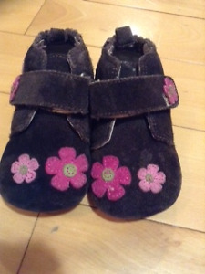 Robeez 6-12 months soft sole shoes $5
