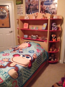 EXCELLENT CONDITION - Girls Twin Matesbed w/Bookcase