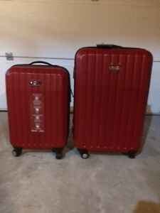 BRAND NEW 2 Piece Kenneth Cole Reaction Suitcase Set