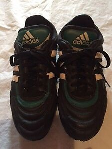 Men's Addidas Soccer Shoes - size 9.5