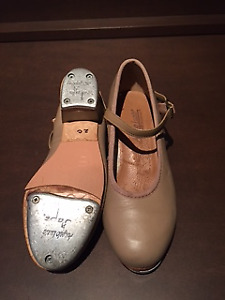 Size 2 Beige Leather Tap Shoes