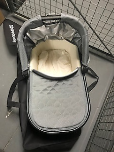 *USED UPPABABY VISTA BASSINET WITH JOLLY JUMPER BASSINET STAND*
