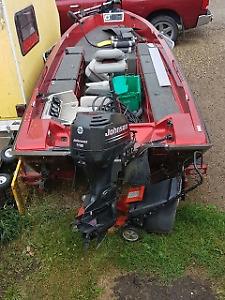 2002 Johnson 115 hp 2 stroke tiller model motor, parting out.