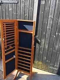 Free standing mirror cabinet
