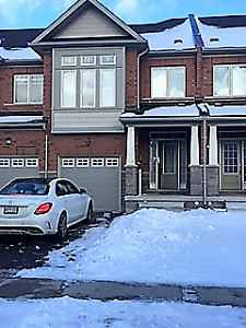 Yonge/Silver Maple - Richmond Hill Executive Townhouse For Lease