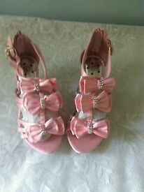 Girls size 2 pink party shoes, New & unused.