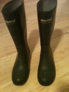 Ladies size 7 BAFFIN rubber boots with steel toes & steel shanks