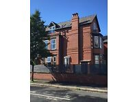 Large 2 bed flat, central Chorlton, 3 min walk to tram, must view. £875pcm