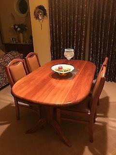 SOLID TIMBER EXTENDABLE DINING SETTING 4 CHAIRS
