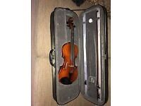 Violin (full size) with bow and case - Immaculate condition