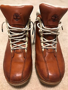 Women's Timberland Hiking Boots Size 8
