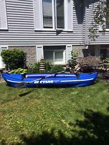 Inflatable 2 person kayak w one kayak paddle or two oars
