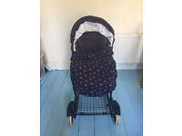 Mamas and Papas Pram with inter-changeable carry cot and hood
