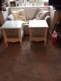 NEW NEVER USED - CREAM AND MIRROR SIDE TABLE WITH 2 DRAWERS