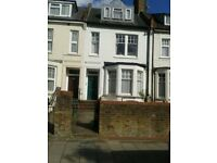 3 bed conversion in N16 with garden seeking 4 bed