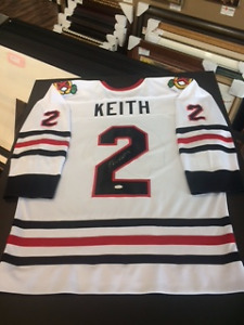 Duncan Keith Signed Jersey