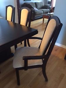 Mobilier de salle à manger en bois d'acajou.  Table et 8 chaises