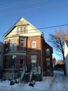 3 Bedroom Queens Student House - Great Downton Location