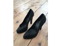 Black Kurt Geiger Leather high heel shoes worn twice RRP £130