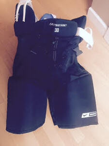Large Mens Hockey equipment brand new condition (Squamish)