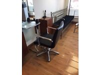 Black hydraulic hairdressing chairs