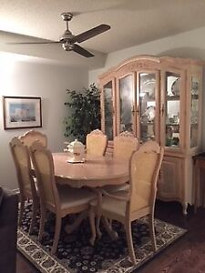 Dining Room Set - MUST PICK UP - ASAP