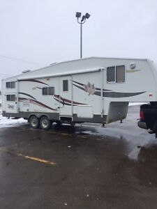 2006 30ft Topaz Touring Edition 5th wheel