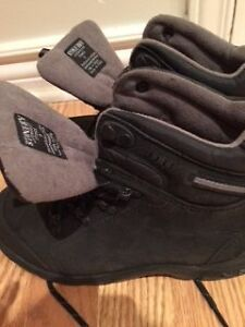 Boy's water proof boots (Stonedry) size 5 West Island Greater Montréal image 2