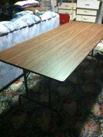 6 FOOT HEAVY DUTY FOLDING TABLE