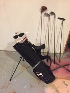 Junior golf bag with 4 right handed clubs