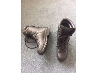 Military style gore-tex boots brand new and used size 9