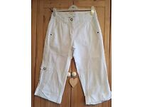 Dorothy Perkins ¾ length White Trousers – Size 10
